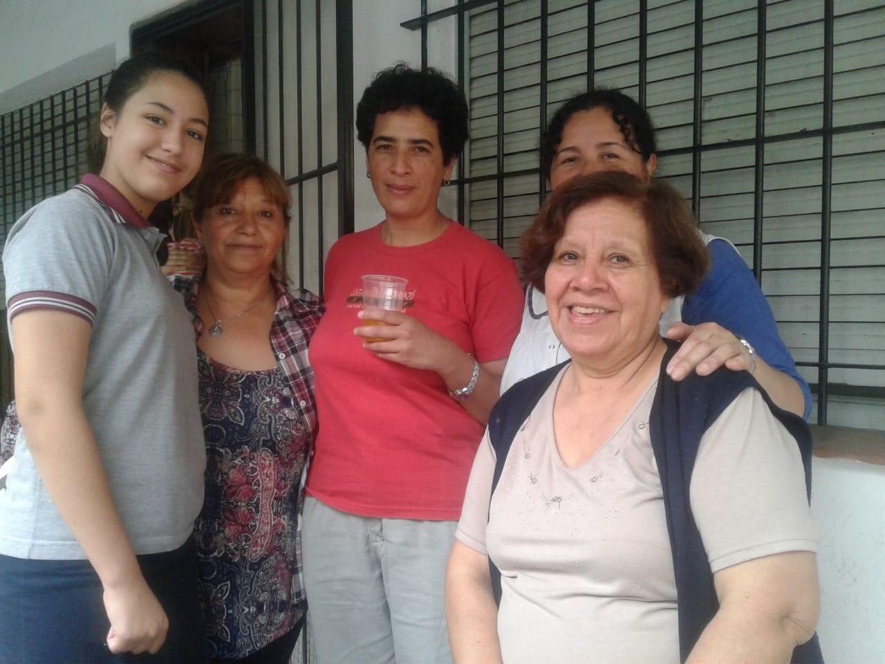 compartiendo-la-maana-con-abuelas-y-abuelos_30010959227_o