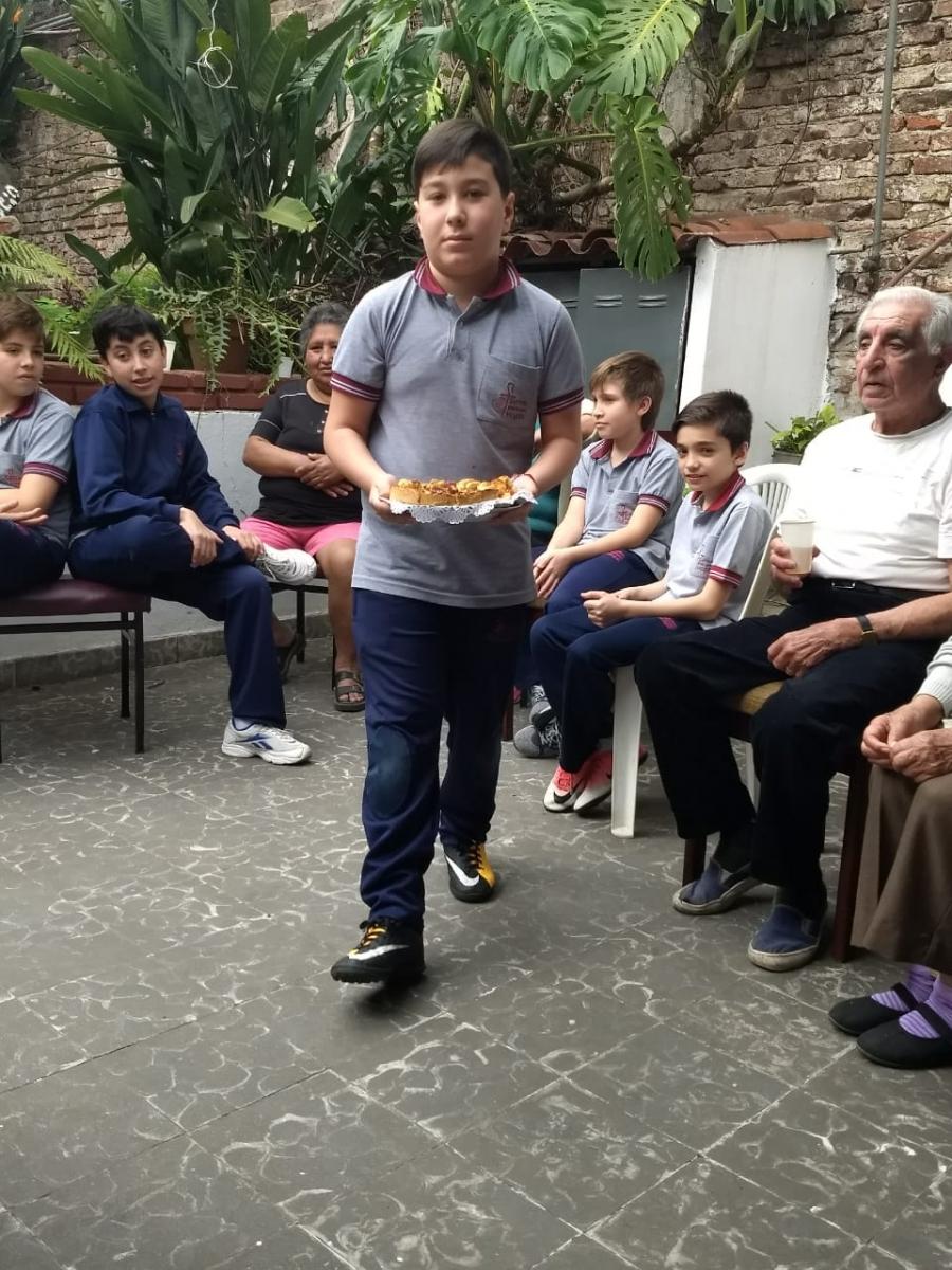 compartiendo-la-maana-con-abuelas-y-abuelos_31075298578_o