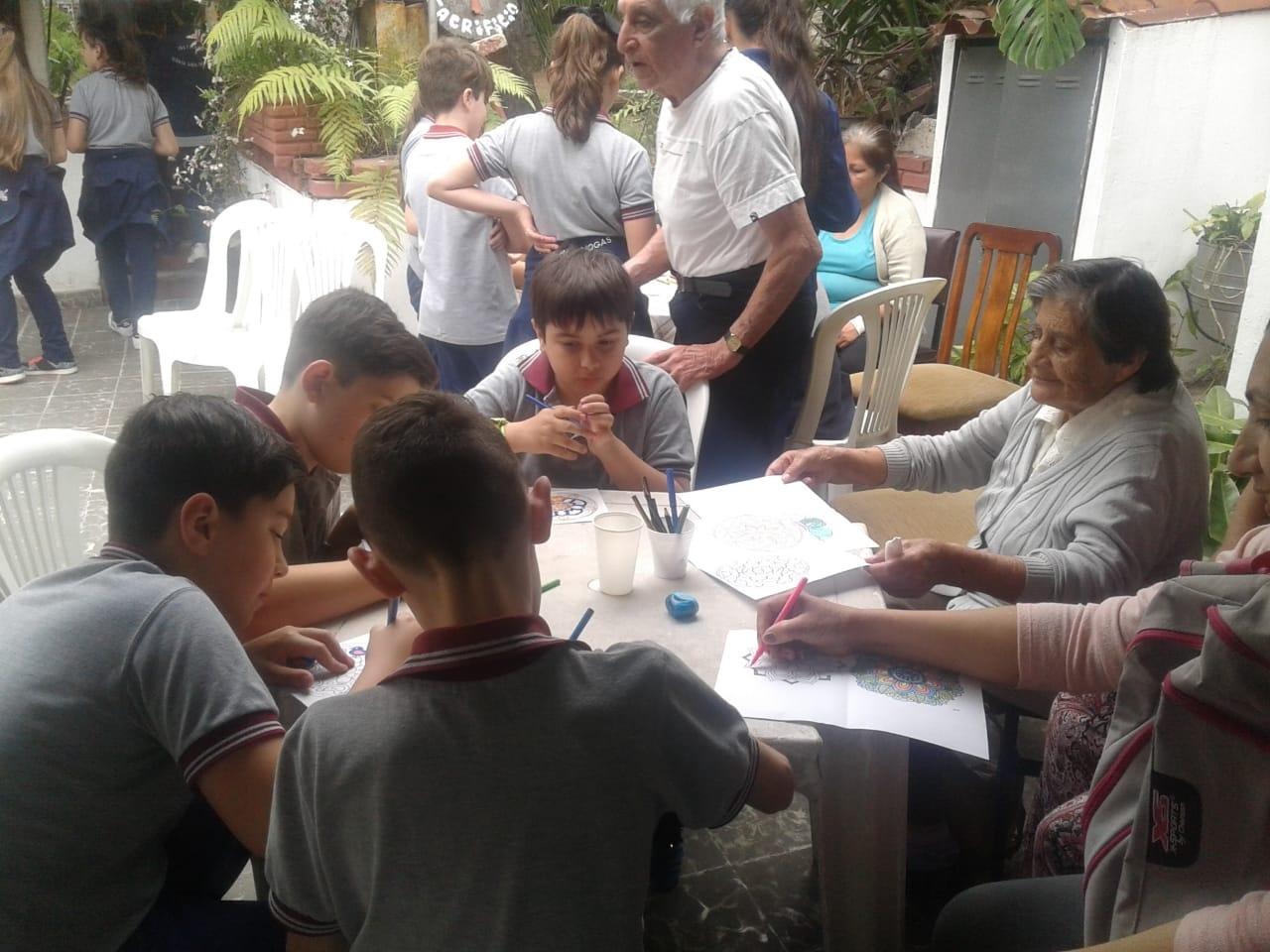 compartiendo-la-maana-con-abuelas-y-abuelos_31075300078_o