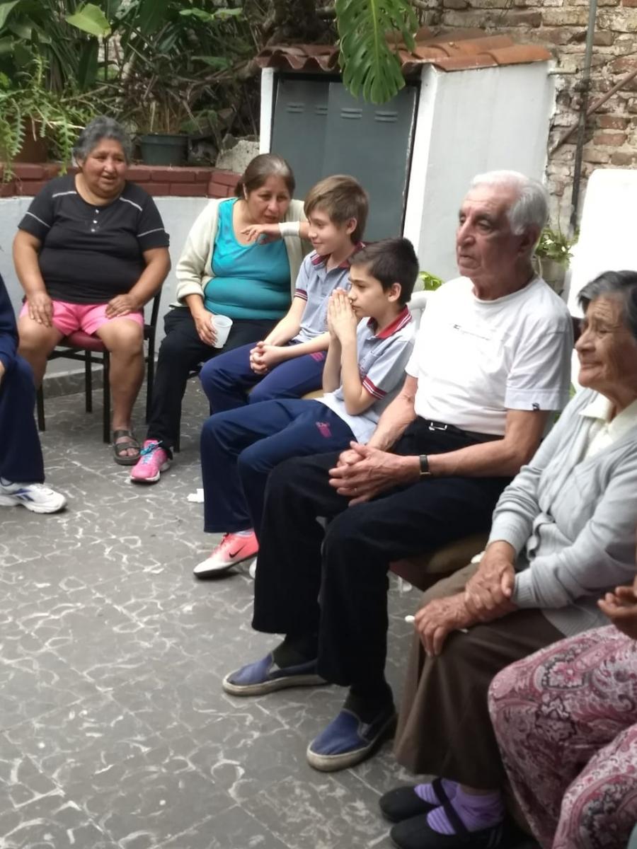 compartiendo-la-maana-con-abuelas-y-abuelos_43135126840_o