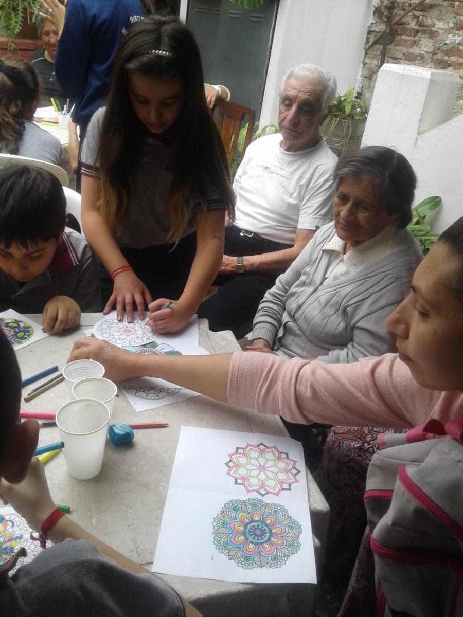compartiendo-la-maana-con-abuelas-y-abuelos_44947900821_o